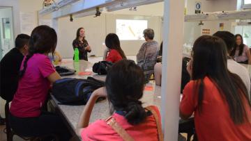 Estudiantes de la Escuela Roberto Azzoni visitaron la Facultad y realizaron experimentos en el laboratorio
