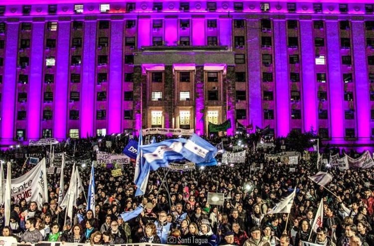 Multitudinaria marcha en apoyo al reclamo docente