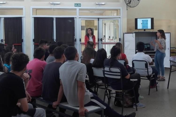 Estudiantes de la Facultad capacitaron sobre animales venenosos en diferentes colegios