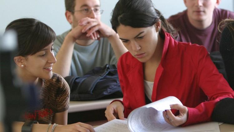 Convocatoria a Alumnos para Becas de Iniciación en actividades de docencia en escuelas secundarias