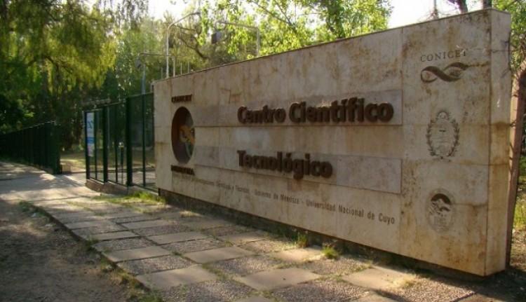 Estudiantes de la Facultad visitaron el Instituto Argentino de Investigaciones de Zonas Áriadas, en el CCT Mendoza