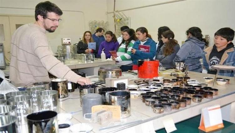 Convocatoria complementaria para el proyecto \Los Científicos van a las Escuelas\
