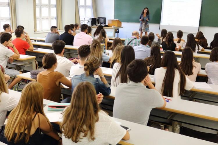 """Concurso cerrado de antecedentes y oposición para el área de Formación General con perfil en los espacios curriculares """"Inglés I"""" e """"Inglés II"""""""