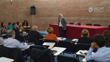 El Decano de la Facultad, Dr. Manuel Tovar, expuso ante el Consejo Superior los avances en el Plan de Desarrollo Institucional