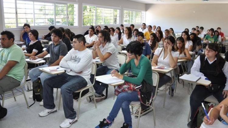 Convocatoria a estudiantes para becas con prestación de servicios