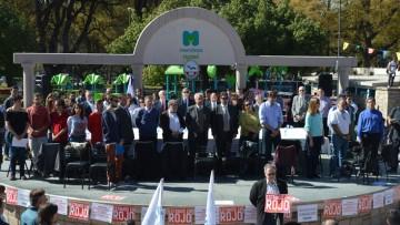La Facultad participó en la marcha por la defensa de la Educación Pública y en la sesión del Consejo Superior que se realizó en la Plaza Independencia