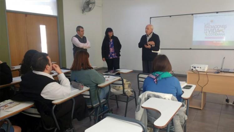 Se realizó la capacitación para docentes: Radiaciones en la vida cotidiana, en la Sede Valle de Uco de la FCEN